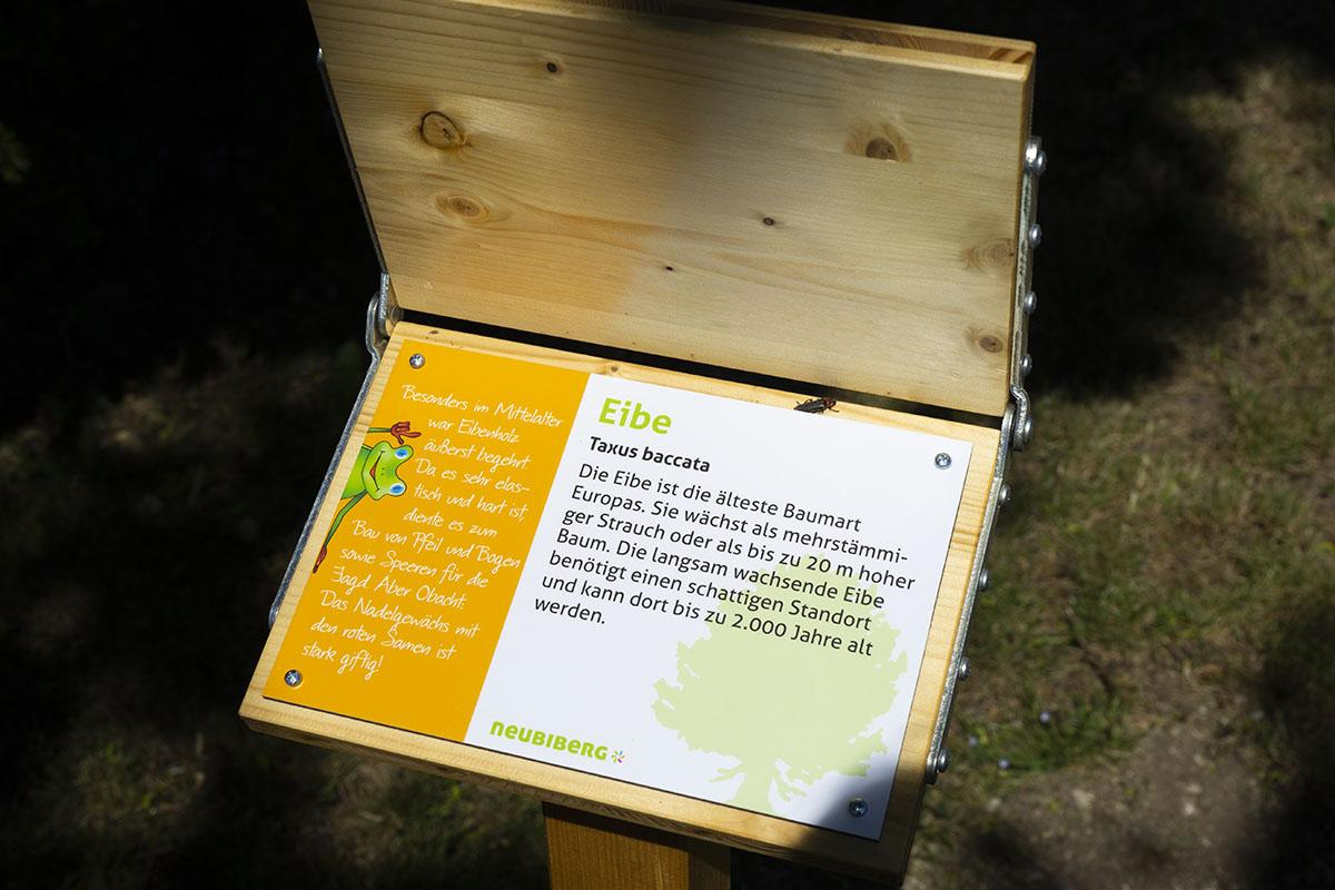 Holzklapptafel Umweltgarten Neubiberg