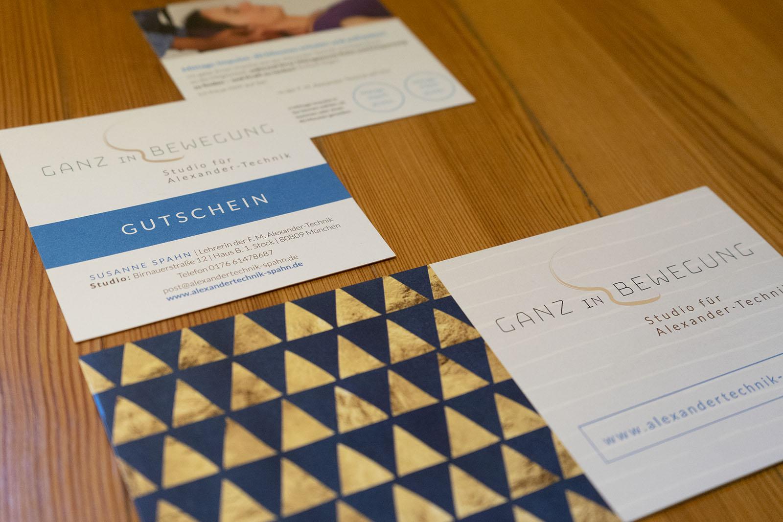 Gestaltung Drucksachen Heilberufe, Susanne Spahn, Studio für Alexandertechnik, München – Logo, Visitenkarte, Gutschein, Flyer